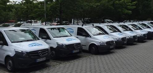Autobeschriftun blau weiß Lieferwagen