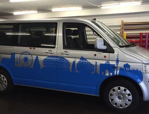 Autobeschriftung Lieferwagen blau silber