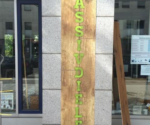 Werbebanner grün Holz